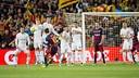 Leo Messi pica una falta / VÍCTOR SALGADO - FCB