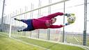 Claudio Bravo during the Friday session / MIGUEL RUIZ - FCB