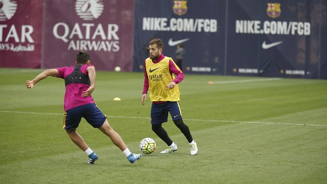 Jordi Alba durant l'entrenament d'aquest divendres / MIGUEL RUIZ - FCB