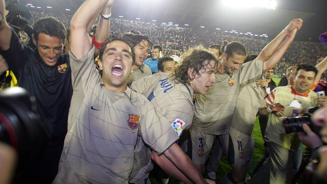Barça players celebrate the 2004/05 La Liga title at Levante. / MIGUEL RUIZ - FCB
