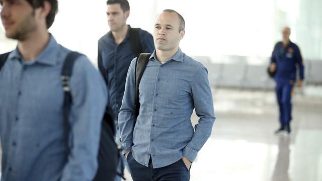 Andrés Iniesta, à l'aéroport, avant d'embarquer pour Madrid / MIGUEL RUIZ - FCB