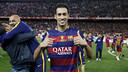 Sergio Busquets gives two thumbs up after Barça's Copa del Rey win in Madrid last weekend.  / MIGUEL RUIZ - FCB