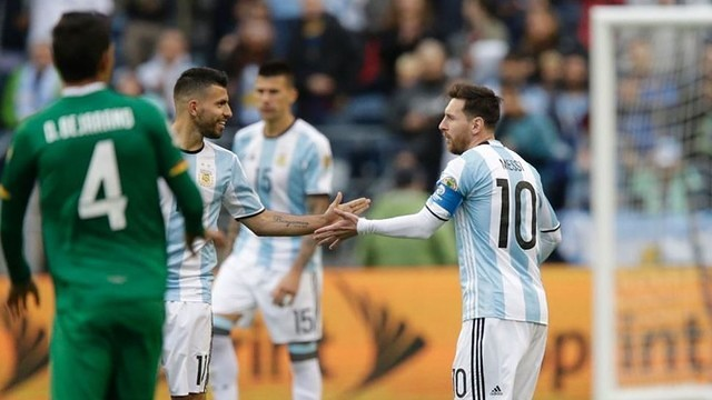 Lionel Messi and Argentina are through to the knockout rounds at the Copa América Centenario. / FIFA
